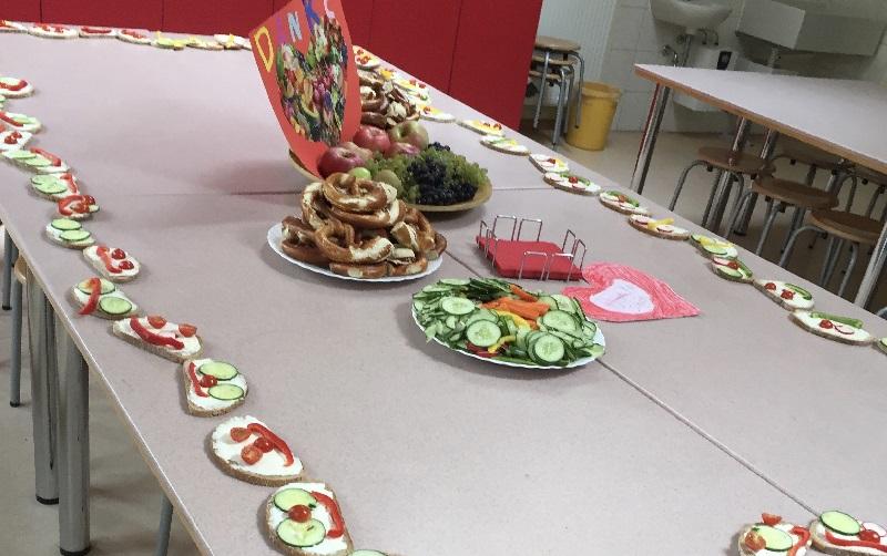 netzwerk natur, Übergabe des Pflanzenwelten-Hochbeetes an die Grundschule Pfaffen-Schwabenheim, Foto Wellstein