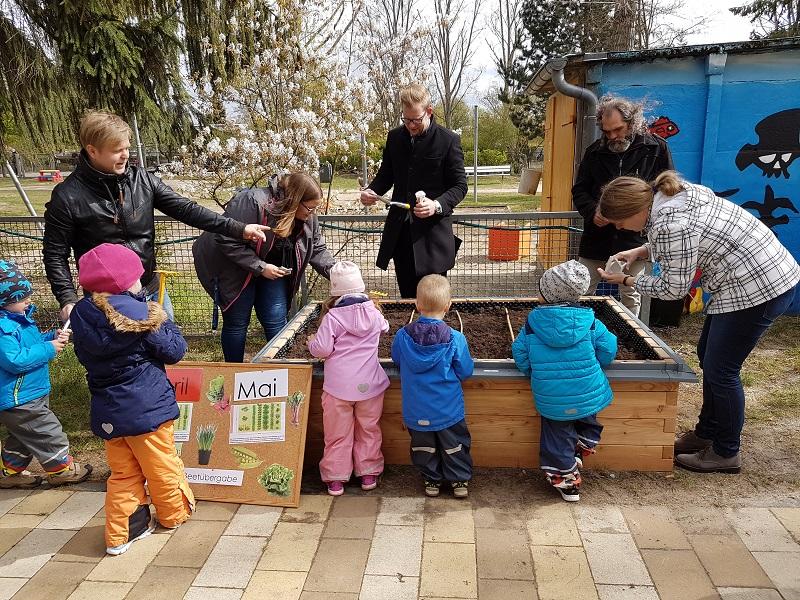 netzwerk natur- Übergabe des PflanzenWelten Hochbeetes an den Bürgergarten in Oranienburg_4