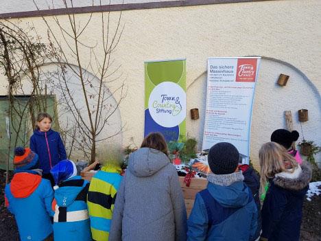 netzwerk natur, Übergabe des PflanzenWelten-Hochbeetes and die Ludwig-Thoma-Grundschule (4)
