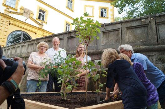 netzwerk natur, Übergabe des PflanzenWelten-Hochbeetes in Marisfeld