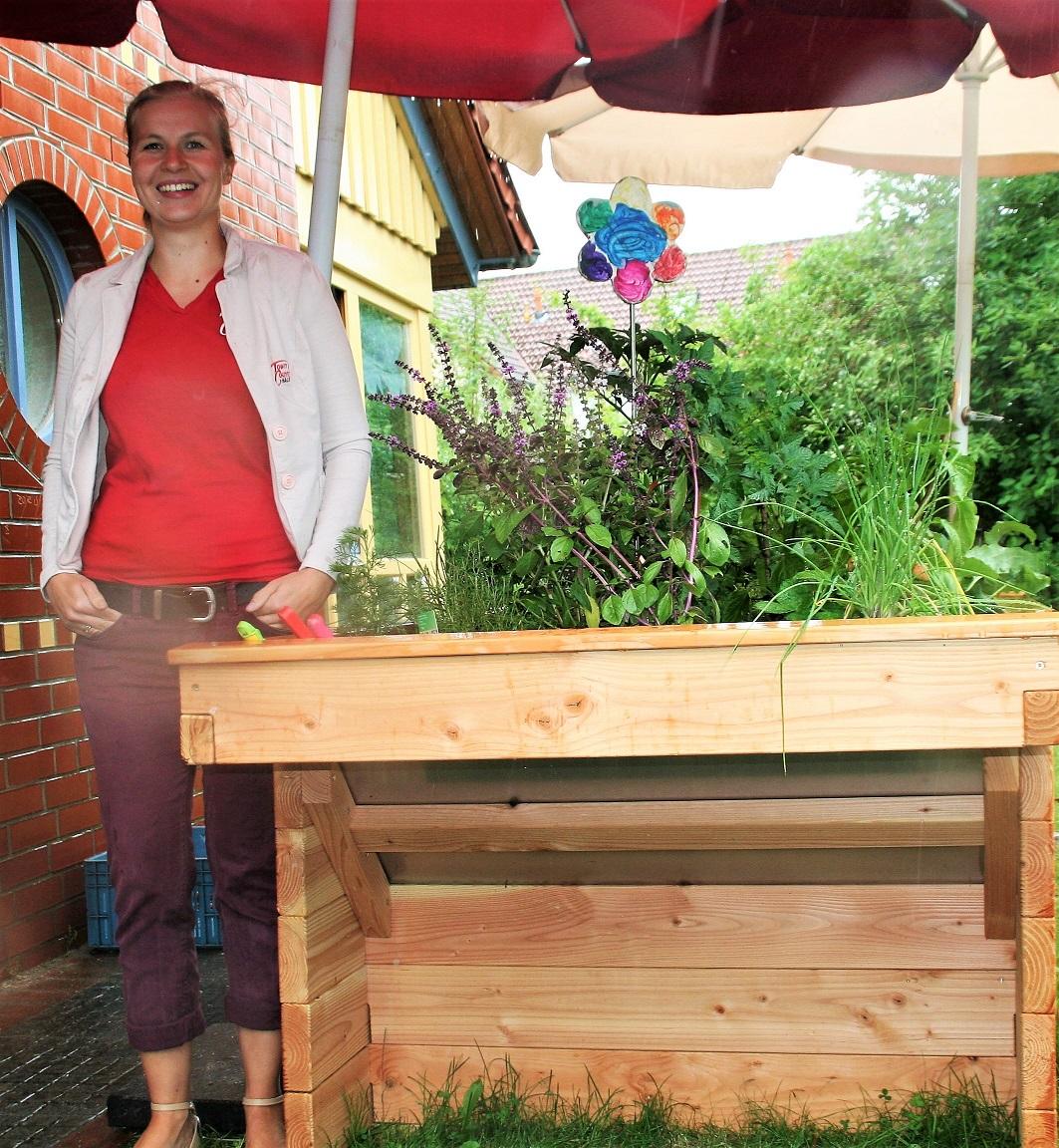 netzwerk natur, Übergabe des PflanzenWelten-Hochbeetes in Geestland (Foto Town & Country Stiftung)