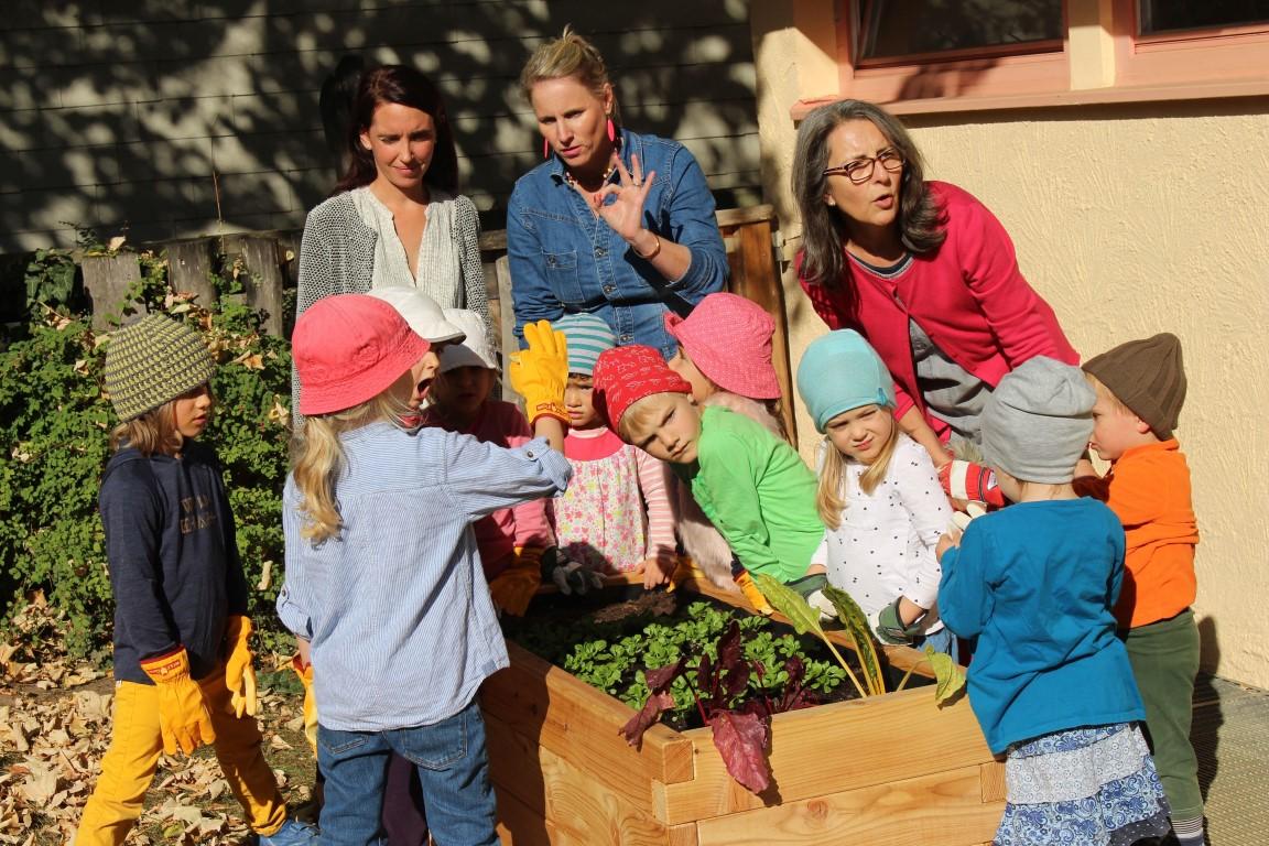 netzwerk natur, Übergabe der Kita-Hochbeete in Reutlingen (Foto: Jürgen Spiess)