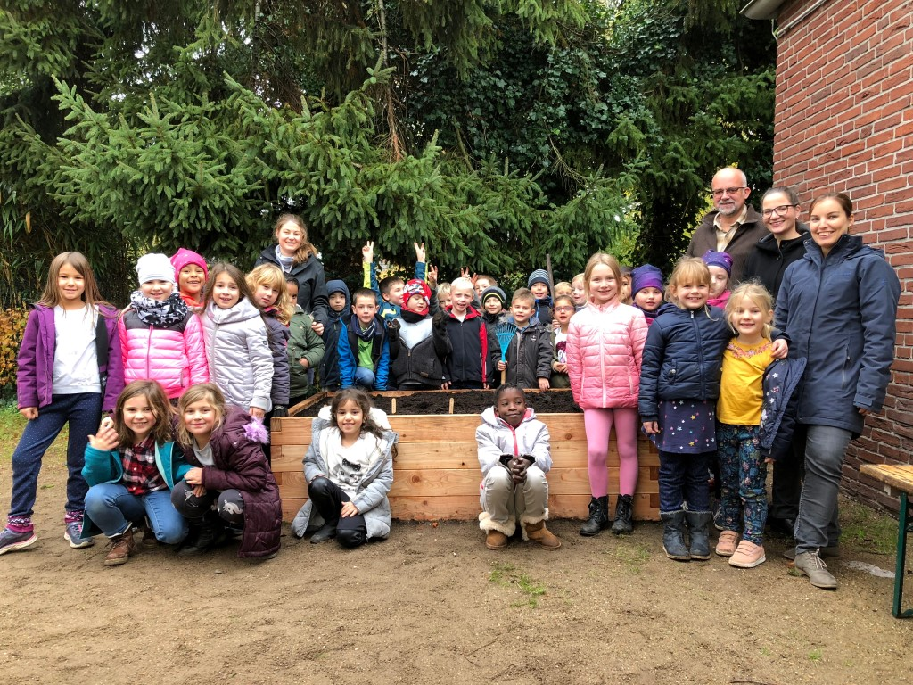 netzwerk natur- Übergabe des PflanzenWelten Hochbeetes in Delmenhorst (Foto: Grundschule iPrump-Stickgras)