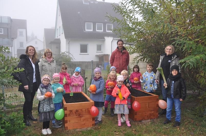 netzwerk natur, PflanzenWelten-Hochbeete Übergabe in Vellmar (Foto: Kita Niedervellmar)
