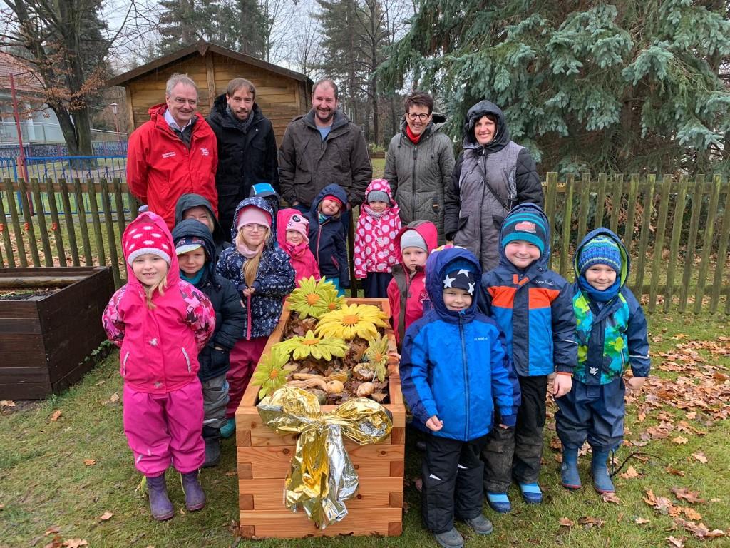 netzwerk natur, Übergabe der PflanzenWelten-Hochbeete in Freital (Foto: Kita Rotkopf-Görg)